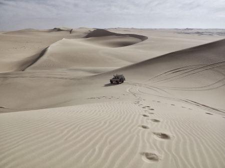 Jeep going through the desert